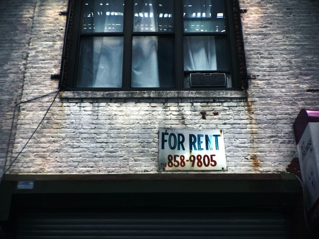 for rent sign on brick apartment for article about fair housing and discrimination